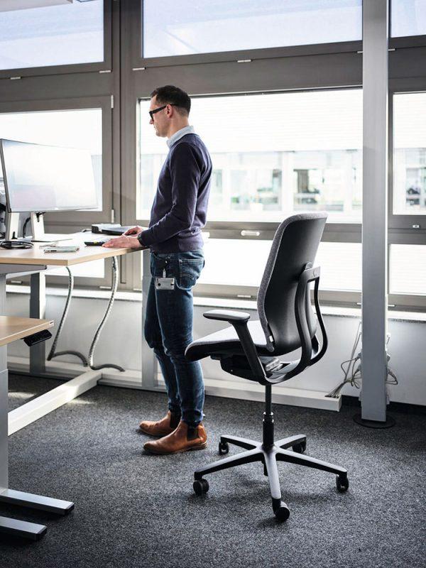 wilkhahn-at-esp-bureaustoel-zwart-stand-up | www.bureaustoel.nl